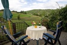 Die Terrasse mit Blick ins Tal.