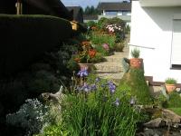 Der Weg  aufwaerts in den Garten