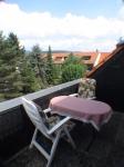 Balkon mit Abstellkammer oben