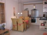 Die moderne Küche ist voll-ausgestattet und lässt keine Wünsche offen