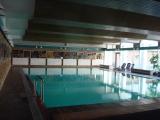 Das wohltemperierte, große Schwimmbad(28°C,10x20m) befindet sich im Haus und ist wie auch die Saunen, für unsere Gäste kostenlos. Geöffnet von 7:00-22:00 Uhr