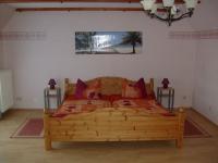 Schlafzimmer mit Wohnbereich im OG