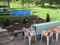 Garten mit Essplatz (hinten Riesentrampolin 4,30 Durchmesser)