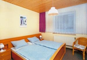 Alle Betten sind mit Gesundheitsmatrazen und verstellbarem Federrahmen ausgestattet. Für Allergiker halten wir selbstverständlich entsprechende Kopfkissen, Decken und Bezüge bereit !