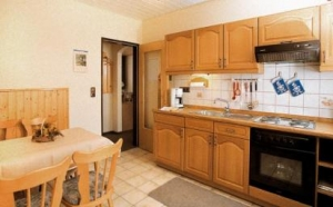 Moderne und komplett eingerichtete Einbauküchen im Landhausstil gehalten lassen keine Wünsche offen.