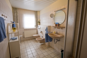 Moderne und helle Badezimmer