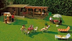 Unser großzügig angelegter Garten mit Liegewiese, Gartenmöbel und Kamingrill laden bei schönem Wetter zum Verweilen ein.