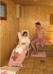 Ruheliegen nach dem Saunagang laden zum Entspannen ein.