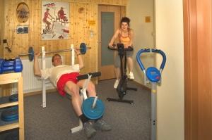 Der Fitneßraum mit 6 Trimmgeräten