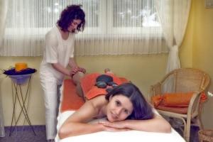 Geniessen Sie eine Massage durch geschulte Hände.