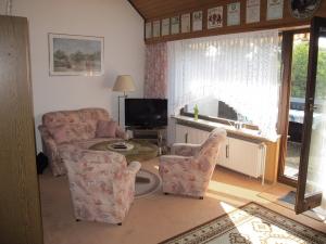 Wohnschlafzimmer oben zum Balkon, 80 cm Flachbild TV mit DVD Player