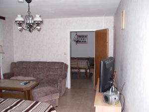 Wohnzimmer mit Blick ins Esszimmer
