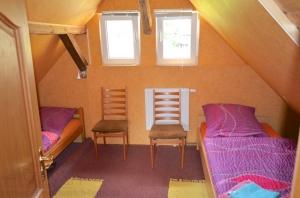 Zweibettzimmer hinter dem Durchgangsraum