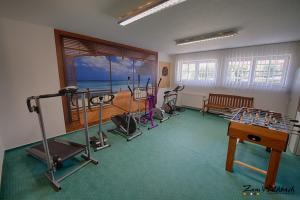 Fitnessraum mit Kinderspielecke