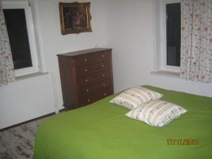 Schlafzimmer mit Doppelbett, alternativ 2 Einzelbetten