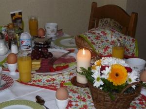 Auf Wunsch erhalten sie ein reichhaltiges Frühstück